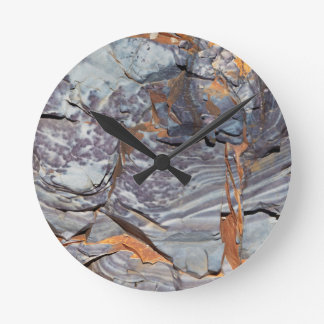 Natural layers of agate in a sandstone round clock
