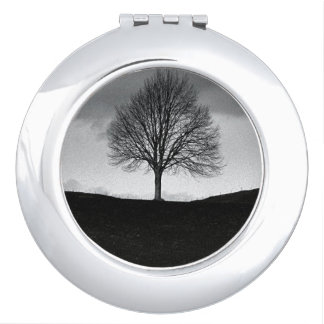Nature in black and white compact mirrors