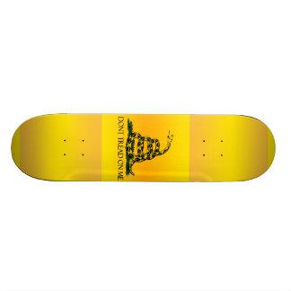 Ne marchez pas sur moi le drapeau skateboard  20 cm