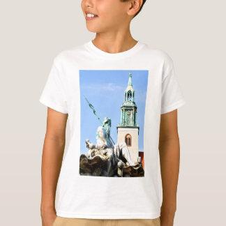 Neptun's fountain in Berlin, Germany T-Shirt