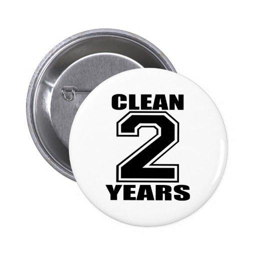 nettoyez deux ans de noir badge avec épingle