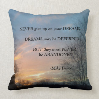 NEVER GIVE UP-MIKE PENCE THROW PILLOW