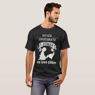 never undermate a woman who love chiken T-Shirt