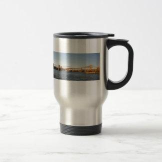 New York Sykline with Brooklyn Bridge Travel Mug
