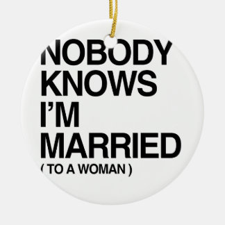 NOBODY KNOWS I'M MARRIED TO A WOMAN -.png Round Ceramic Ornament