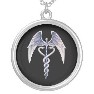 Noir de caducée et collier à ailes médical argenté