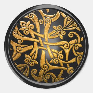 Noir et joint celtique d'enveloppe de damassé d'or sticker rond