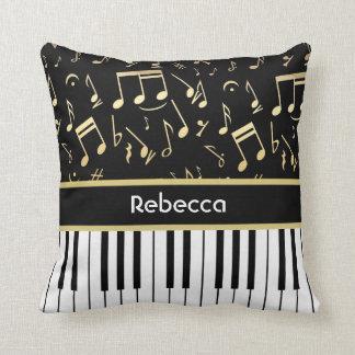 Noir et or de notes musicales et de clés de piano oreillers