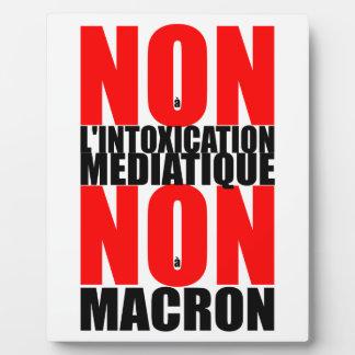 Non à l'INTOXICATION MEDIATIQUE NON à MACRON E Plaque