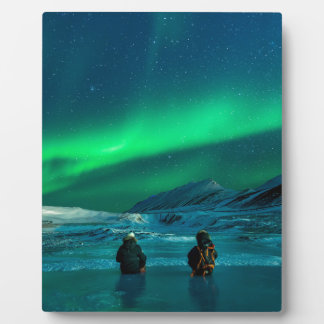 Northern lights green landscape couple plaque