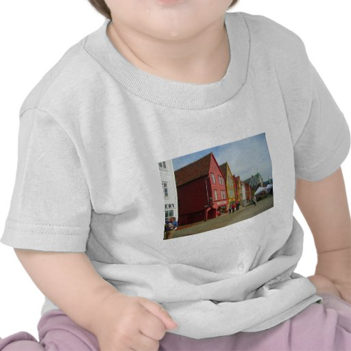Norway, Bergen,painted houses on the waterfront Tshirt