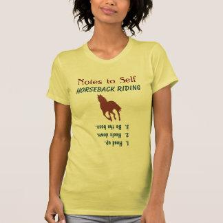 Note au cheval avançant à petit galop d'équitation tee-shirts