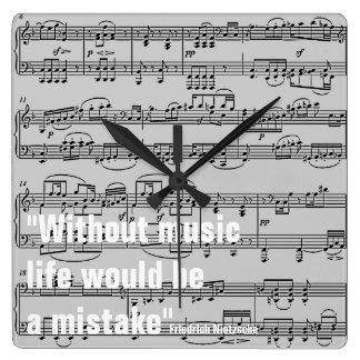 notes musicales et citation horloge carrée