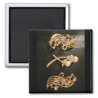 Notes musicales et perles d'or magnet carré