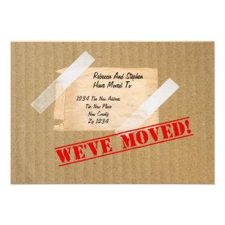 Nous avons déplacé la nouvelle boîte en carton à l faire-part personnalisé