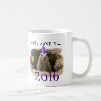 Nouvelle année 2016 - partie mignonne de chien de mug blanc