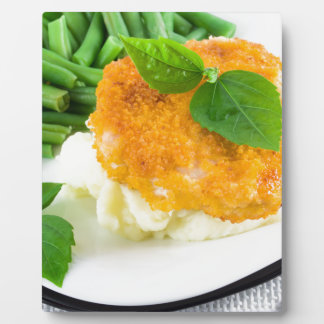 Nuggets of chicken, mashed potatoes and green bean plaque