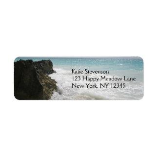Océan de bleu de turquoise avec le paysage marin étiquette d'adresse retour