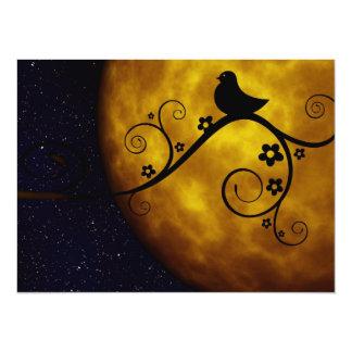 Oiseau mignon dans le clair de lune carton d'invitation  13,97 cm x 19,05 cm