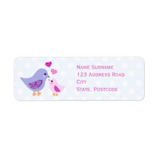 Oiseaux roses et pourpres mignons de mère et étiquettes d'adresse retour