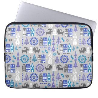 Olaf | Warm Hugs All Around Pattern Laptop Sleeve