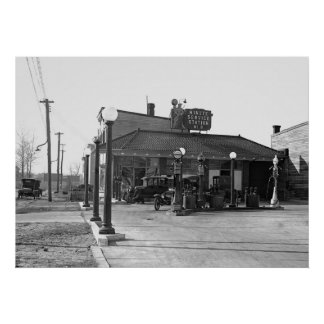 Old Gas Station: 1925 Poster