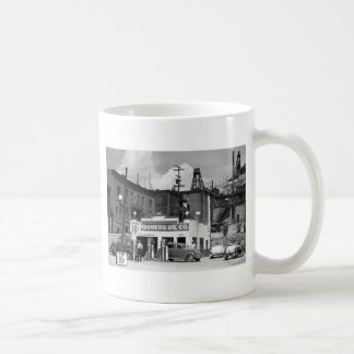 Old Gas Station, 1930s Coffee Mugs