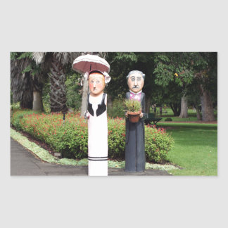 Old married couple sculptures