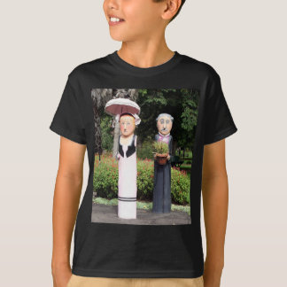 Old married couple sculptures T-Shirt