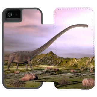 Omeisaurus walking in the desert by sunset incipio watson™ iPhone 5 wallet case