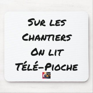 ON the BUILDING SITES ONE READS TÉLÉ-PIOCHE - Word Mouse Pad