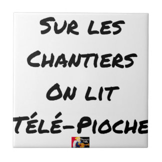 ON the BUILDING SITES ONE READS TÉLÉ-PIOCHE - Word Tile