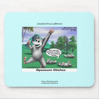 Opossums jouant le tapis de souris drôle de bande
