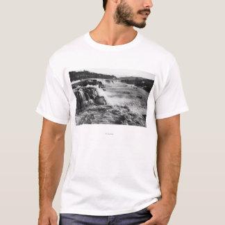 Oregon City, OR Salmon Fishing on Willamette T-Shirt