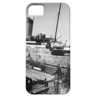 original titanic picture under construction case for the iPhone 5