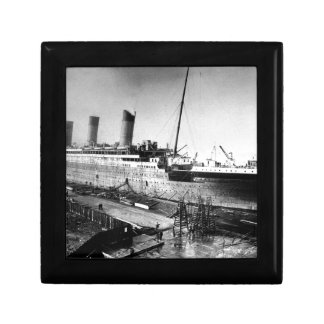original titanic picture under construction gift box
