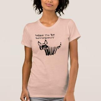 Osez être chien hirsute différent et mignon, texte tee shirt