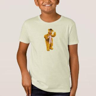 Ours de Fozzie de Muppets se tenant tenant la T-shirt