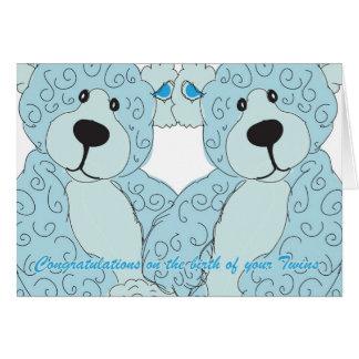 Ours de nounours de félicitations de jumeaux dans carte de vœux