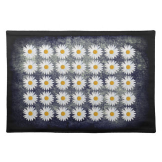 Outdoor Dining Repeated Daisy pattern Placemat