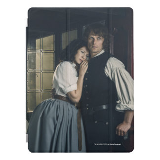 Outlander Season 3 | Jamie and Claire Affection iPad Pro Cover