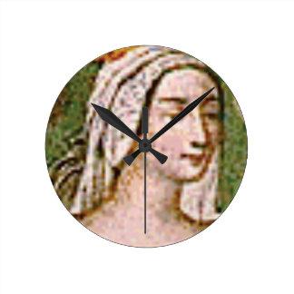 pale fair queen round clock