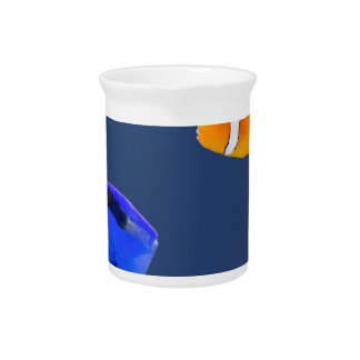 Palette surgeonfish and clown fish swimming pitcher