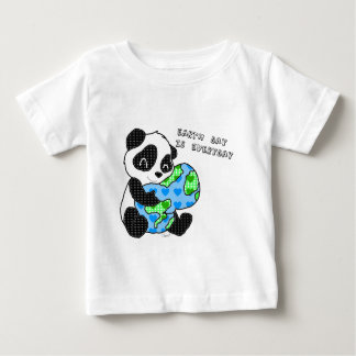 Panda hugs the earth / earthday baby T-Shirt