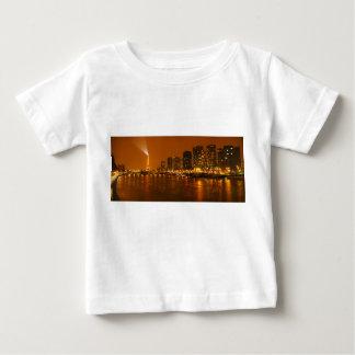 Panorama d'horizon de nuit de Pont Mirabeau Paris T Shirts