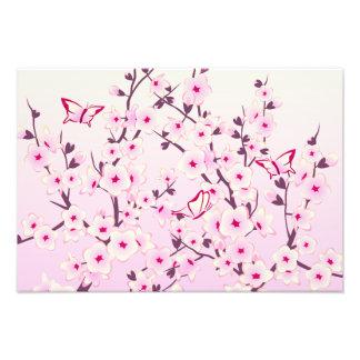 Papillons floraux roses de fleurs de cerisier photographes