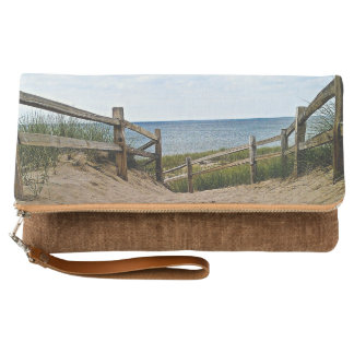 Path to the beach clutch