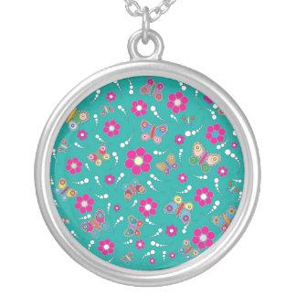 pattern butterfly round pendant necklace