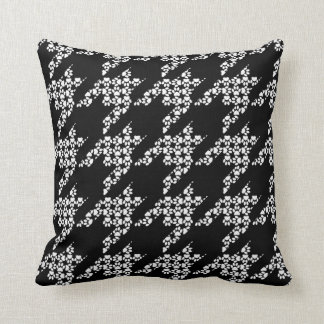 Paws-for-Décor Houndstooth Pillow (Black)