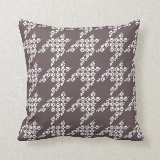 Paws-for-Décor Houndstooth Pillow (Mocha)